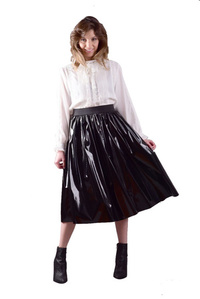 חצאית עור מבריקה