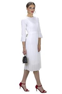 שמלת פליסה לבנה